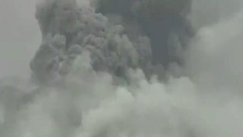 日本口永良部岛火山喷发 石块飞散1公里