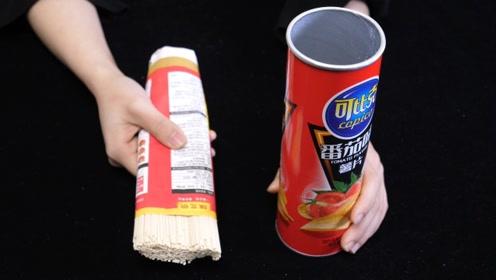 薯片桶不要扔,把面条放里面,解决了一个大难题,一年能省不少钱