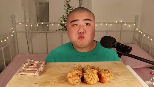 韩国大胃王光头哥吃炸鸡,连骨头都啃得光溜溜