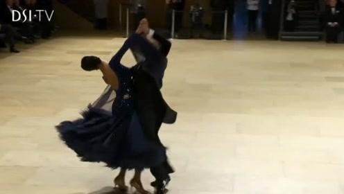 这样的双人舞谁会不喜欢呢?魅力十足的舞姿,怎么都看不厌