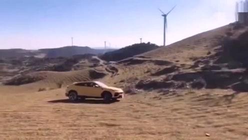 兰博基尼urus在沙漠玩越野结果让人心疼