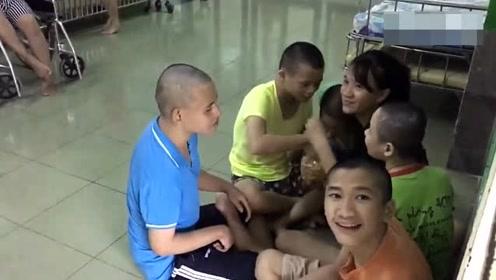 孤儿院的残疾孩子们占了一大半,他们的未来究竟应该怎么办