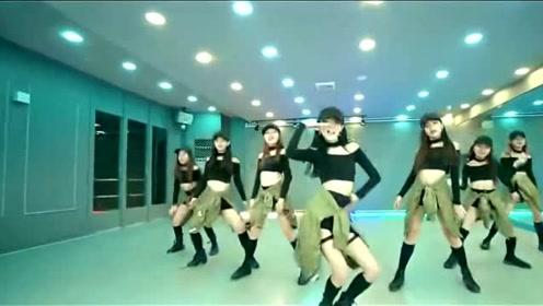 现代流行舞蹈视频《CRUSH》小姐姐翻跳来袭