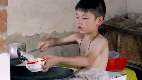 小时候你们放假,早上起来是怎么吃饭的,会像这样吃吗?