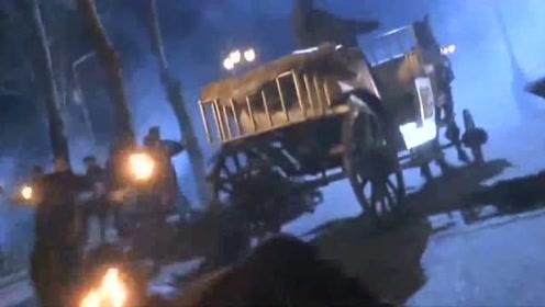小伙被黑帮追杀,关键时刻,自己的骏马跑过来救助