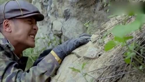民兵侦察要塞兵力,爬山悬崖与鬼子交火,不惜牺牲自我