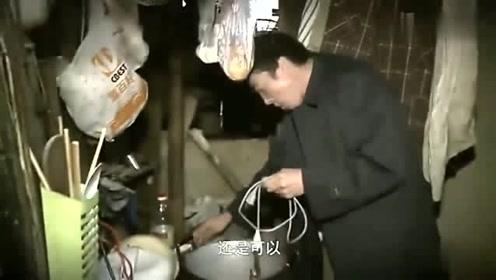 老甘为了吃肉,没有锅,竟然用热得快来煮肉