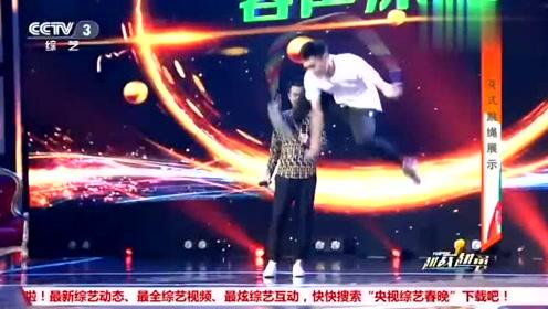 25岁帅哥竟会花式跳绳,杨帆说简单展示,不料这表演让全场尖叫