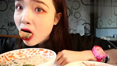 吃播姐姐阿尤吃日式豚骨拉面,这吃相,一看就是社会人!