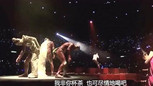 这个现场曾令上万歌迷心痛,这是陈奕迅唱的最好的一次《浮夸》了吧!