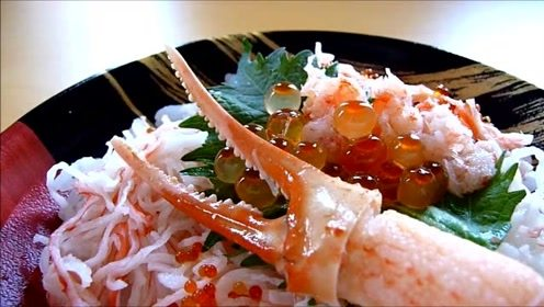 一种日式的螃蟹散寿司,满满的一大碗,这回不用担心不够吃了
