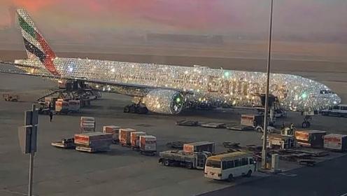 把一架飞机镶满钻石,需要多少颗?迪拜那架钻石飞机是真的吗?