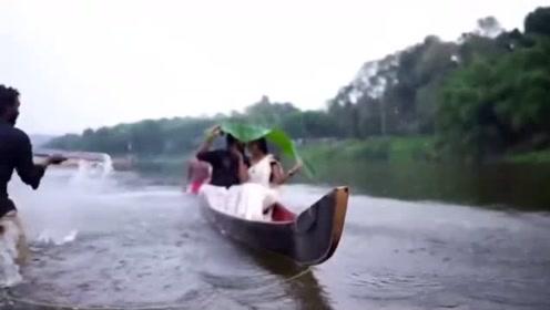 印度夫妇独木舟上拍婚纱照时意外翻船落水