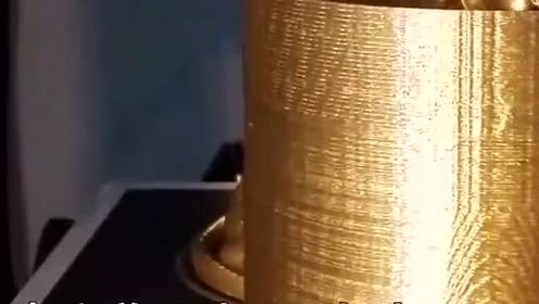 科技奇趣:3D打印历时10小时做出一只金毛狮子,发型有点萌