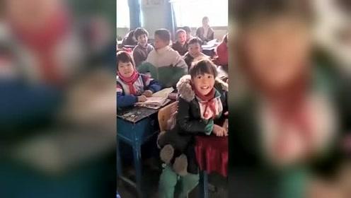 当曾经去新疆支教的老师,再回来看他学生的时候