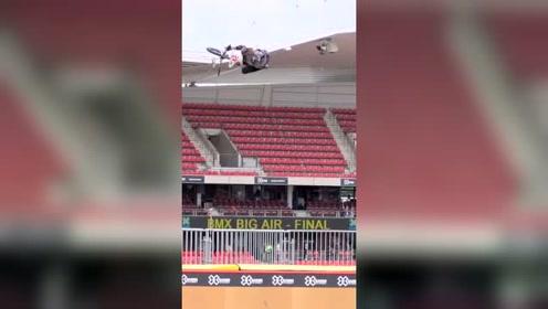 极限运动,小自行车比赛,几十米的空中做各种动作