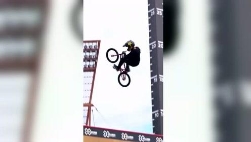 极限运动,小自行车比赛,空中旋转各种高难度动作