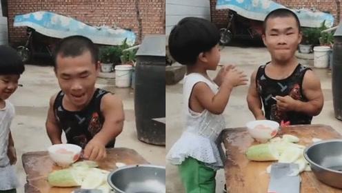 老公拿老婆准备做菜的黄瓜玩,竟然还做起了面膜,真是太有才了!