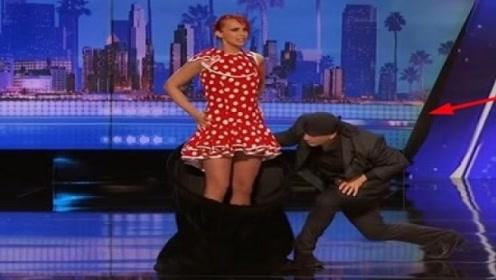 """美女当众表演""""脱衣服"""",2秒钟换一套,观众和评委看呆:仙女!"""