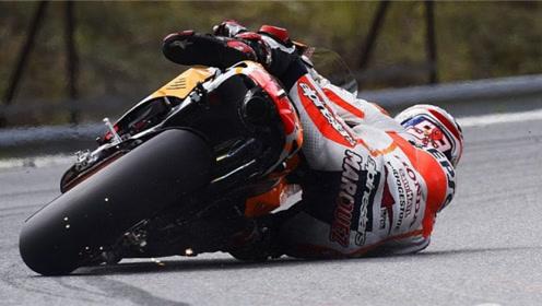 为什么摩托赛车可以压那么低,却依然不会摔倒?今天来告诉你!