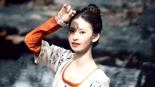 中国舞《左手指月》如同仙女下凡般美丽!