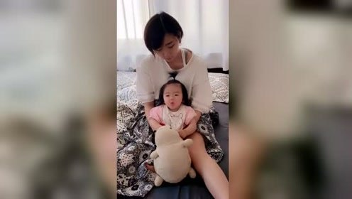 娶了个日本媳妇,在家里逗她玩太舒心了,看她这一脸懵逼就想笑!