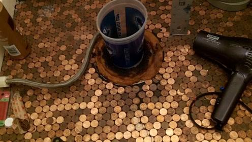国外小哥为省钱,用硬币铺成地板,最终效果令人意想不到