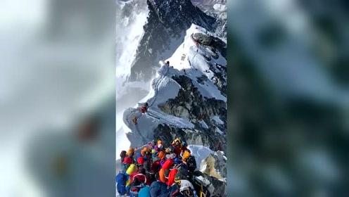 珠穆朗玛峰希拉里台阶史无前例这么多人