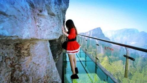 """湖南玻璃桥竟变""""透视桥""""?引上万游客恐慌,景点人员:真管不了"""