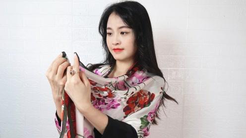 素色长裙太单调,小姐姐只用一条花丝巾,时尚又减龄!
