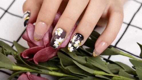 优雅手绘雏菊美甲 在指尖绽放一片花园