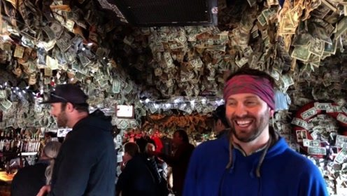 """世界上最土豪的酒吧,""""墙纸""""用的钱,顾客急需可以拿去用"""