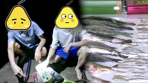 想吃长江鱼,2吃货禁渔期电百条鱼,当场被抓