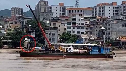 河源紫金大桥垮塌事件中坠江霸道被打捞出水 未发现失联人员