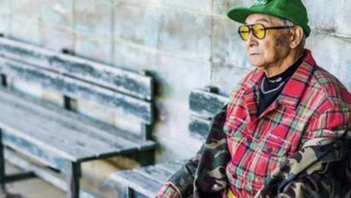 84岁日本老爷爷换上孙子的潮牌,竟然比模特还帅,时尚硬照走红