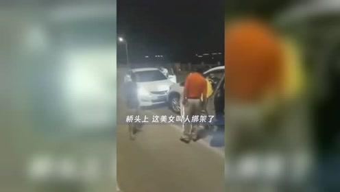 山东一女子遭人绑架 路遇车祸歹徒弃车逃走