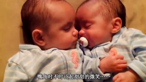 双胞胎在卧室自己睡觉,太萌了,3个月双胞胎小弟弟太萌了