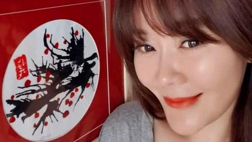 """46岁美女主持人王小骞近照曝光,疑似整容脸都快成""""蛇精脸""""了"""