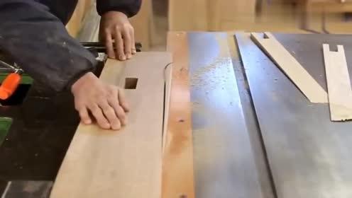 嫌买桌子太贵了,农民就用实木制作了一张,比家具城买的耐用几倍
