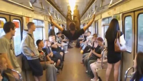 国外小伙在3米不到的地铁车厢做后空翻,差一点踢到了车厢顶