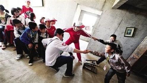 汶川地震中丢下学生逃跑的老师,如今过的怎么样了?答案很现实