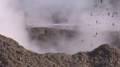 新西兰一居民自家花园出异样,竟形成巨大的泥浆池,还冒着热气