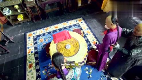王爷送钱给世子,让他和韦小宝赌钱玩,不料被韦小宝赢光了钱