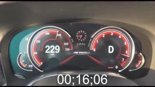 12缸的宝马M760加速有多快,看了仪表盘后才清楚