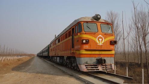 火车行驶到一个农村,司机看到一个女孩挥手,真的只是打招呼吗?