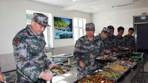在部队食堂吃饭,吃不完咋办?老兵表示:绝不是直接倒掉那么简单