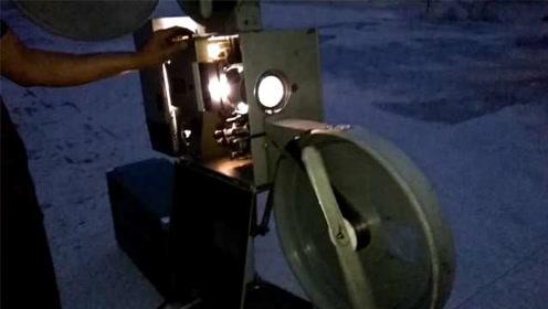 不图回报!大叔一年花2万收藏老式放映机,免费为村民放电影