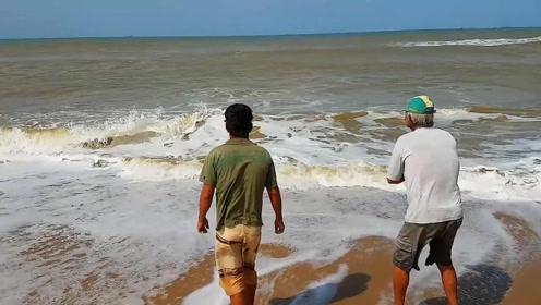 海边苦拉半天,收获一条罕见的大鱼