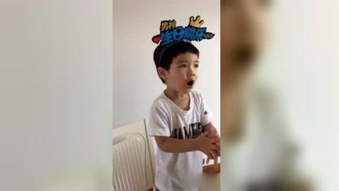 黄圣依2岁小儿子近照,站椅子上唱歌嗓音沙哑,长得更像奶奶?