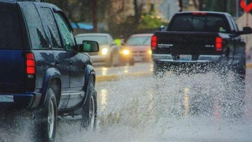 跑高速突遇大暴雨怎么办?牢记这3点,行车更安全